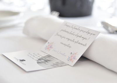 Detalle en la mesa de invitados